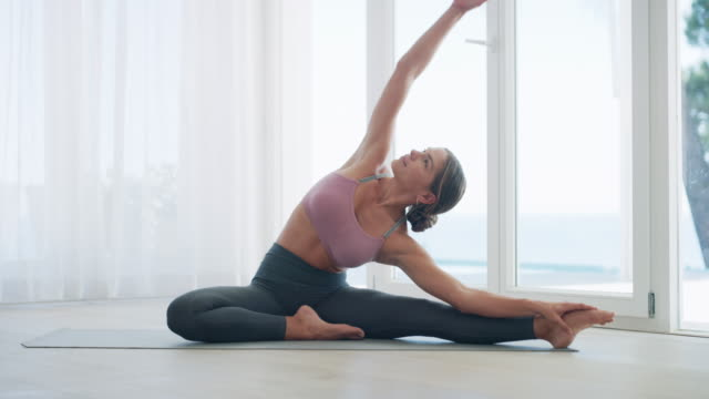 stockvideo's en b-roll-footage met je nooit te veel yoga - pilates
