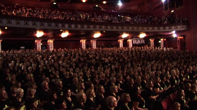 'you can't hurry love' by the rock choir at the rock choir at london england - chorsänger stock-videos und b-roll-filmmaterial