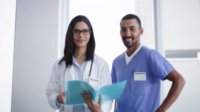 you couldn't ask for a better medical partnership - braccia incrociate video stock e b–roll