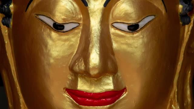 tu:buddha ansikte - luta sig tillbaka bildbanksvideor och videomaterial från bakom kulisserna