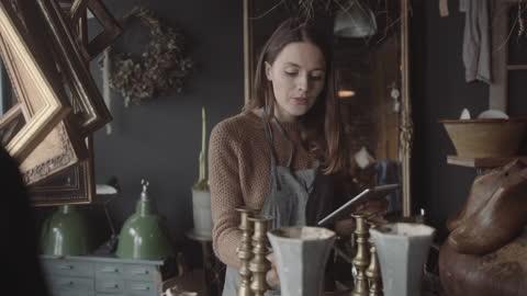 vídeos y material grabado en eventos de stock de young adult female working in store using digital tablet taking inventory - de ascendencia europea