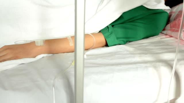 vídeos y material grabado en eventos de stock de mano paciente adulto joven - visita