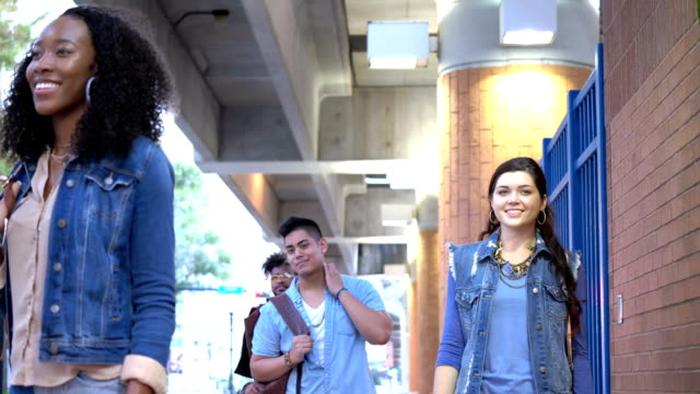 young adults in the city, strangers waiting for bus - 18 19 years stock videos & royalty-free footage