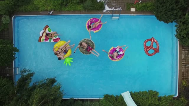 young adults pool party arial summer group teil 2 - jugendkultur stock-videos und b-roll-filmmaterial
