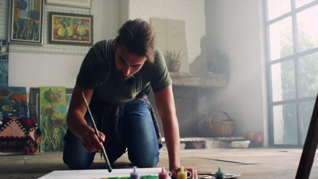 vídeos de stock, filmes e b-roll de young artista - painter artist