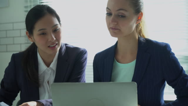 young asia woman business talking - casual clothing stock videos & royalty-free footage