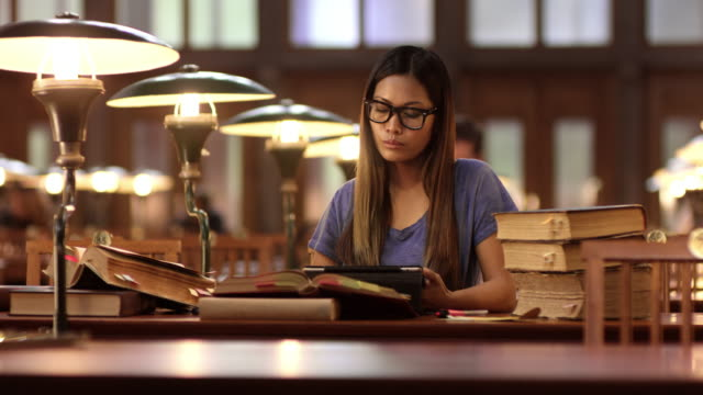 DS Young Asian female student studying in library