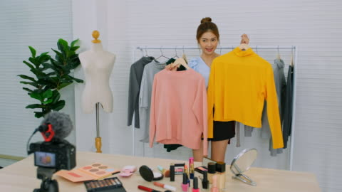 young asian woman fashion vlogger, blogger, live broadcasting for clothingonline shopping, business and technology - live broadcast stock videos & royalty-free footage