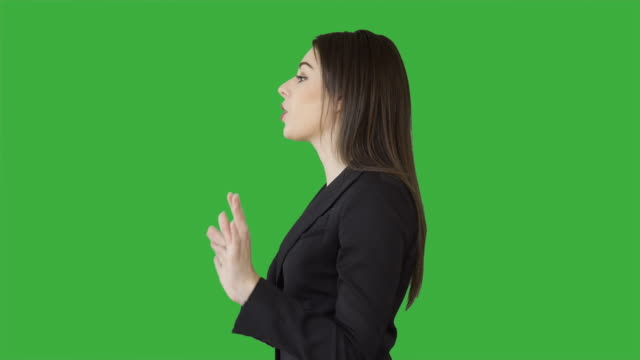 vídeos de stock e filmes b-roll de young attractive white women talking having a conversation isolated on green screen chroma key background. female sales business professional - perfil vista lateral