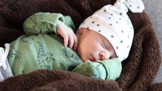 a young baby sleeping - okänt kön bildbanksvideor och videomaterial från bakom kulisserna