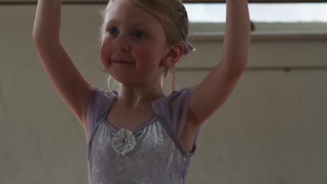 young ballerina - ユタ州スプリングヴィル点の映像素材/bロール