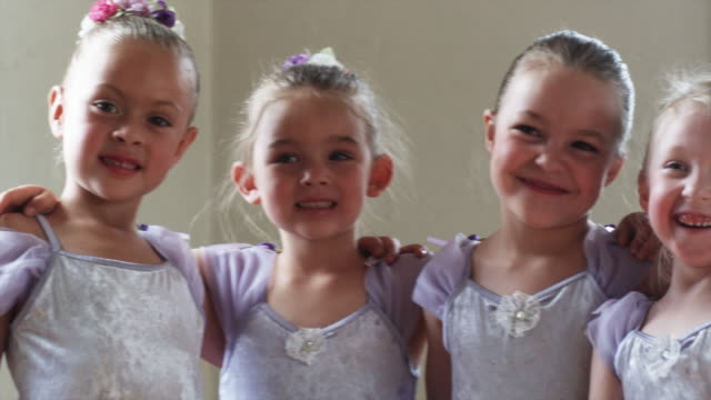 young ballerinas in a dance studio - 女性ダンサー点の映像素材/bロール