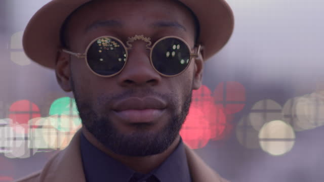 young black african man wearing sun glasses in the city - sonnenbrille stock-videos und b-roll-filmmaterial