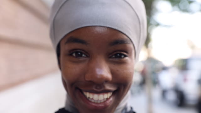 young black muslim woman ready to running in the city - girls stock videos & royalty-free footage
