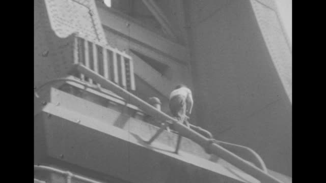 vídeos y material grabado en eventos de stock de a young boy climbs rope on a cut stone wall and scrambles up to base of unidentified bridge on the east river in new york other boys mimic serious... - pared de piedra