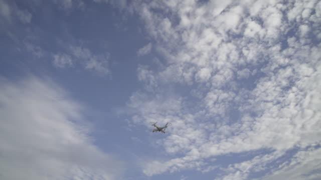 a young boy flying a drone - ラジコン点の映像素材/bロール