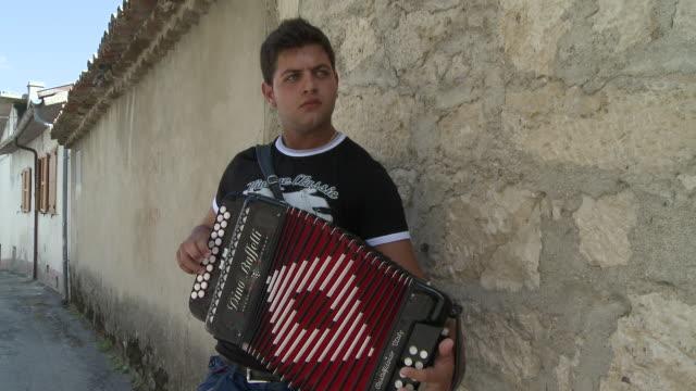 vídeos y material grabado en eventos de stock de ms young boy playing accordion / san polo matese,  molise, italy  - acordeonista