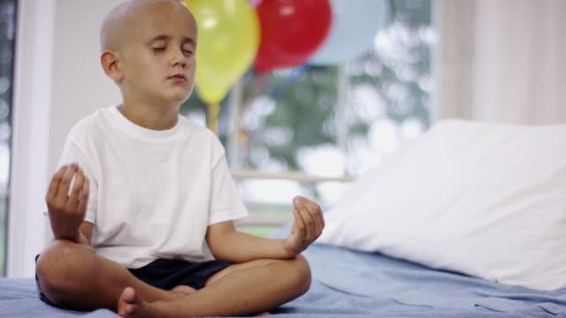 癌の若い男の子 - 白血病点の映像素材/bロール