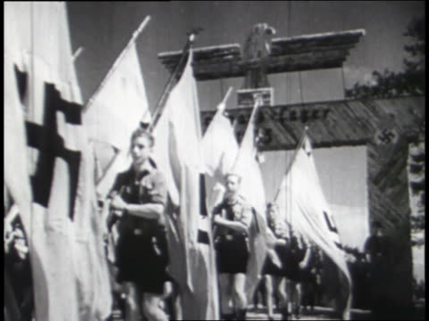 vídeos de stock e filmes b-roll de young boys from the axis powers of germany, japan, and italy march in a demonstration of military fervor. - nazismo