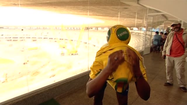 young brazilian boy performs trick to display football skills - 離れ技点の映像素材/bロール