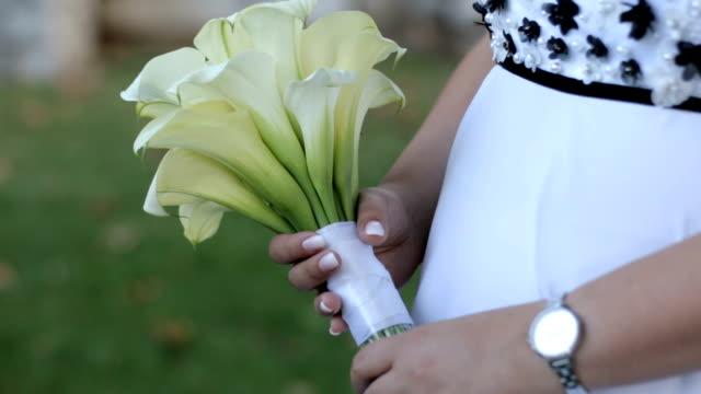 young bride holding flower arrangement - flower arrangement stock videos & royalty-free footage