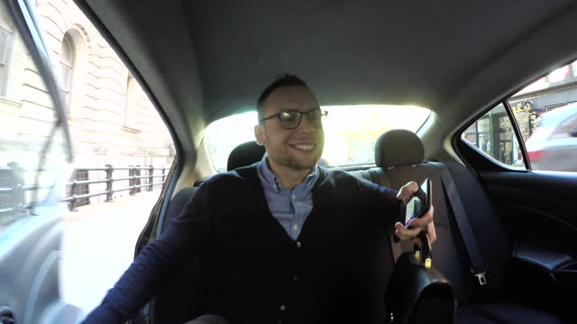 stockvideo's en b-roll-footage met young business man gets into back seat of car, daytime - attaché