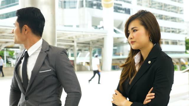 vídeos de stock e filmes b-roll de young business people arguing - etnia asiática