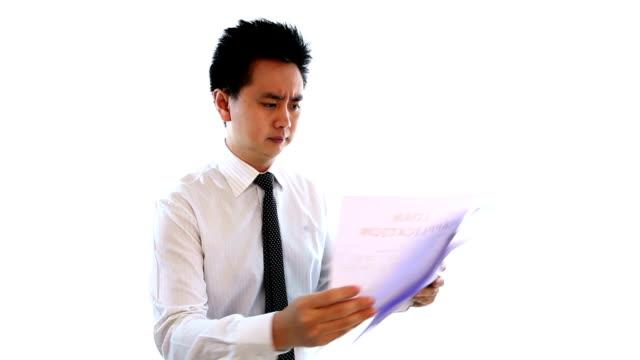 vídeos de stock e filmes b-roll de jovem empresário manager com unsatisfied documento - camisa e gravata