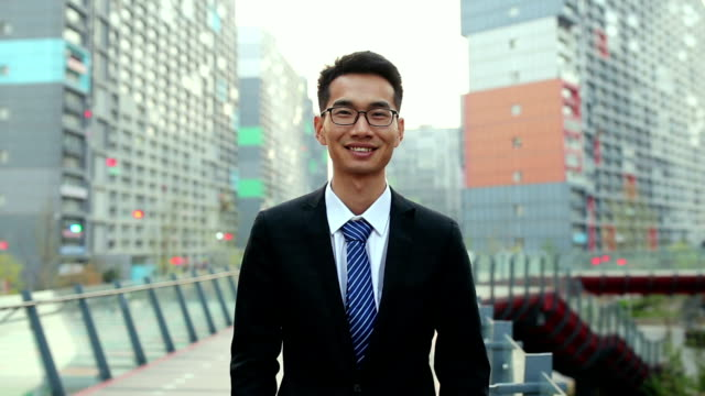 young businessman smiling - completo video stock e b–roll