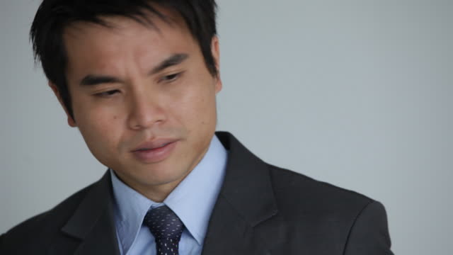 stockvideo's en b-roll-footage met a young chinese businessman openly displays his frustration and anger. - teleurstelling