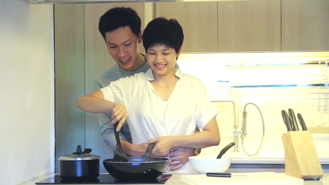 HD : Young couple cooking