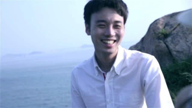 young couple dancing near ocean - korea点の映像素材/bロール