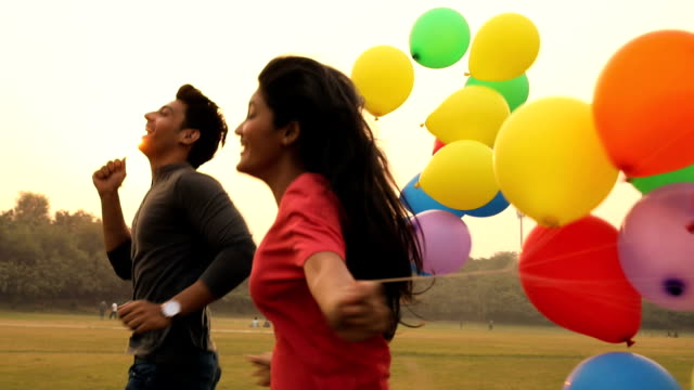 young couple enjoying in the park, delhi, india - halbnahe einstellung stock-videos und b-roll-filmmaterial