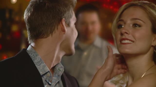cu young couple flirting in bar, jacksonville, florida, usa - 談笑する点の映像素材/bロール