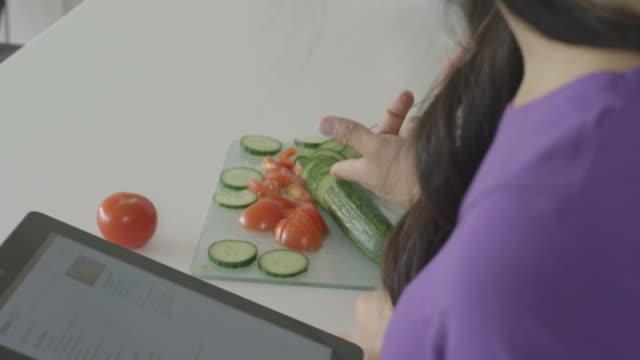 vídeos y material grabado en eventos de stock de young couple in kitchen - utensilio para cocinar
