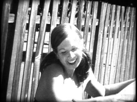 vídeos de stock, filmes e b-roll de casal jovem em amor lavagem de carro - vintage car