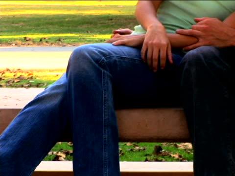 vidéos et rushes de young couple in park - table de pique nique