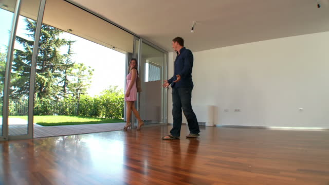 HD DOLLY: Young Couple Moving Into New Home