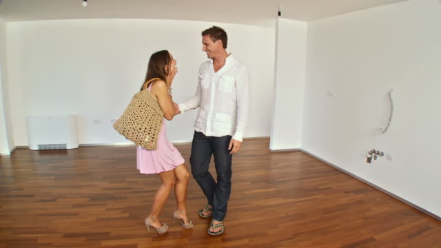 HD STEADYCAM: Young Couple Moving Into New Home