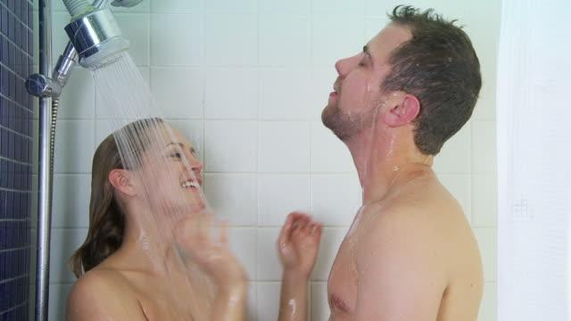 vidéos et rushes de young couple showering together - salle de bains et toilettes