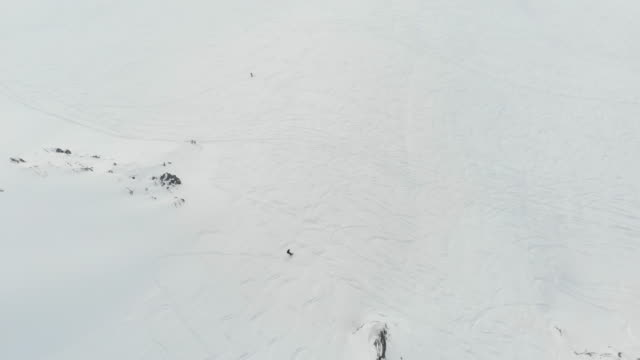 young couple skiing mountain climbing extreme off piste - snowboardfahren stock-videos und b-roll-filmmaterial