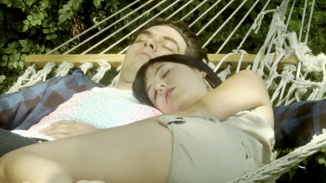 vidéos et rushes de ms young couple sleeping in hammock/ los angeles, california - hamac