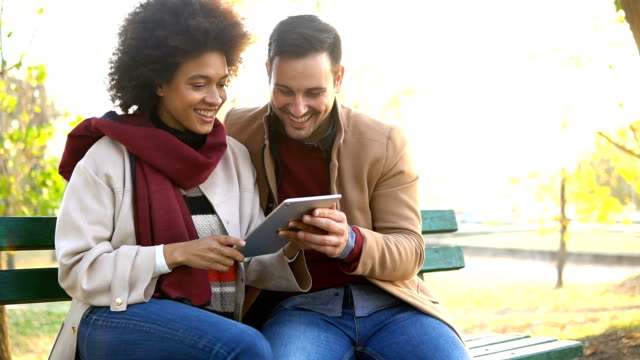 vídeos de stock e filmes b-roll de young couple using digital tablet - viciado em compras