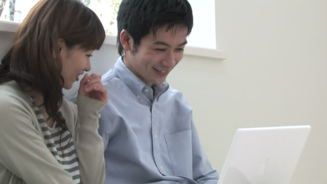 ZO Young couple using laptop