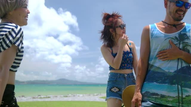 vídeos de stock, filmes e b-roll de young dancers having fun. - braço humano