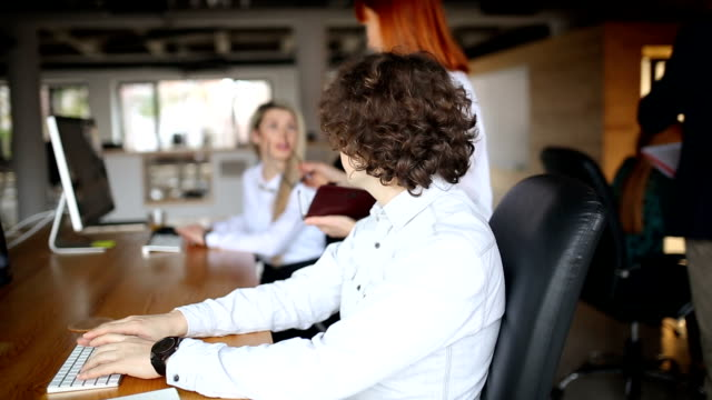 young entrepreneurs in the office - employee engagement stock videos & royalty-free footage