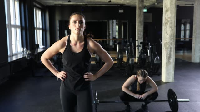 young female athletes lifting barbells at gym - cross training stock videos & royalty-free footage
