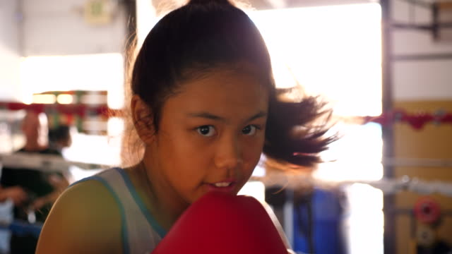 ts young female boxer boxing in ring during training session - 12歳から13歳点の映像素材/bロール