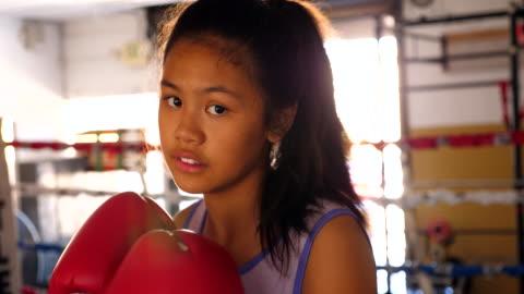 vídeos y material grabado en eventos de stock de ms young female boxer practicing technique in ring during training session - niñas