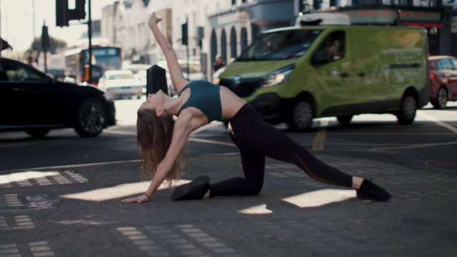 stockvideo's en b-roll-footage met young female dancer exercising in the city - train vehicle